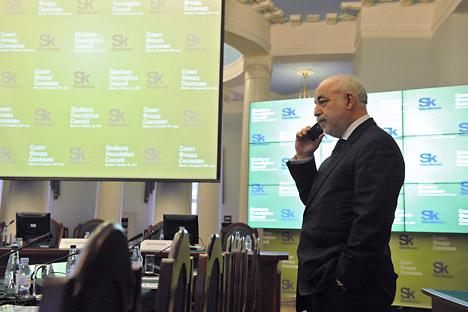Viktor Vekselberg, businessman e presidente della Fondazione Skolkovo, prima del del consiglio della Fondazione all'Università Tecnica Statale Bauman di Mosca (Foto: Ria Novosti/Sergei Pyatakov)