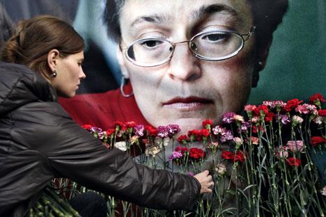 In molte città della Federazione si sono tenute manifestazioni in memoria della giornalista uccisa il 7 ottobre 2006. Da tempo Anna Politkovskaya denunciava le stragi della Cecenia e si batteva per la difesa dei diritti umani (Foto: Svetlana Privalov