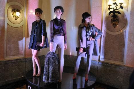 Nella splendida cornice di Villa Berg a Mosca, sede dell'Ambasciata d'Italia, alcune modelle presentano gli ultimi capi di abbigliamento (Foto: Ufficio Stampa)