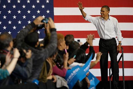 Barack Obama vince le elezioni presidenziali negli Stati Uniti e torna alla Casa Bianca. Positive le reazioni da Mosca: il Presidente russo Vladimir Putin e il primo ministro Dmitri Medvedev si sono congratulati con il vincitore (Foto: AP)