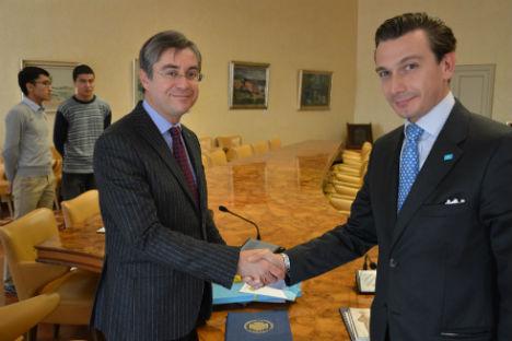Il Magnifico Rettore dell'Università degli Studi di Trieste Francesco Peroni (a sinistra), insieme al Console Onorario della Repubblica del Kazakhstan, Luca Bellinello (Foto: Ufficio Stampa)