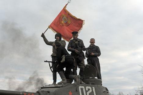 Un momento della battaglia di Stalingrado, ricostruita il 19 novembre 2012 (Foto: Itar-Tass)