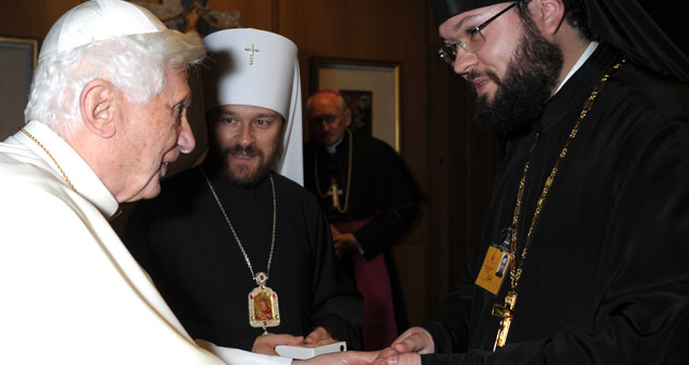 Padre Antonij Sevrjuk (a destra) con Papa Benedetto XVI (Fonte: archivio personale)