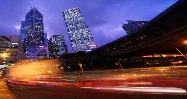 In una città intelligente si potrebbe pensare, ad esempio, di illuminare maggiormente le zone più frequentate e lasciare senza illuminazione le strade che restano vuote (Foto: Shutterstock)