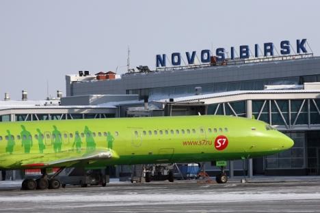 Un aereo della S7 nell'aeroporto di Novosibirsk (Foto: RIA Novosti / Valery Titievsky)