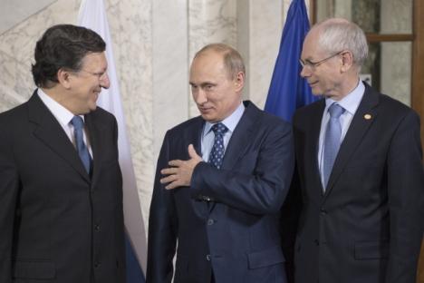 Il Presidente della Federazione Russa Vladimir Putin tra il presidente della Commissione Europea José Manuel Barroso, a sinistra, e Herman Van Rompuy, presidente del Consiglio europeo, a destra (Foto: Ria Novosti / Sergey Guneev)