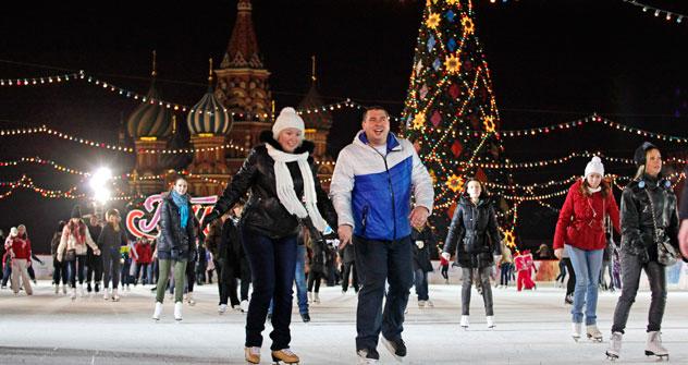 La pista di pattinaggio sul ghiaccio in Piazza Rossa a Mosca (Foto: AP)