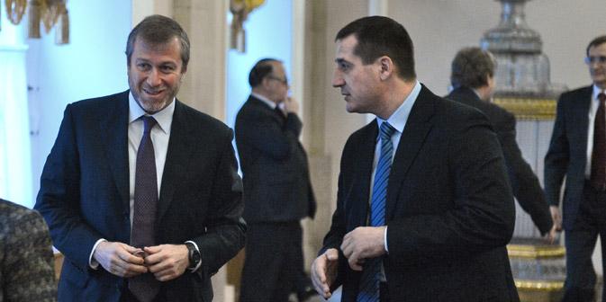 A sinistra il magnate russo Roman Abramovich (Kommersant Photo)