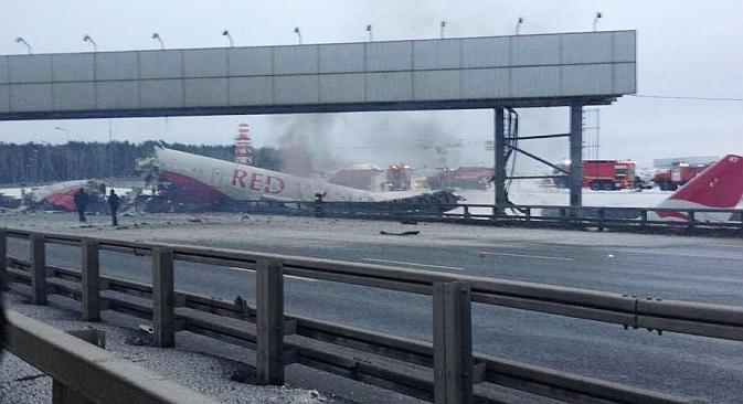 Il Tupolev Tu-204 che si è schiantato a ridosso dell'aeroporto di Vnukovo, a Mosca, durante la fase di atterraggio (Foto:  RIA Novosti)