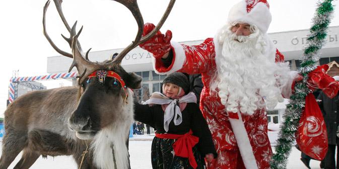 Una fiaba d'inverno: il personaggio clou nelle tradizionali celebrazioni del Capodanno russo è Ded Moroz, un equivalente dell'occidentale Babbo Natale (Foto: Reuters / Vostock photo)