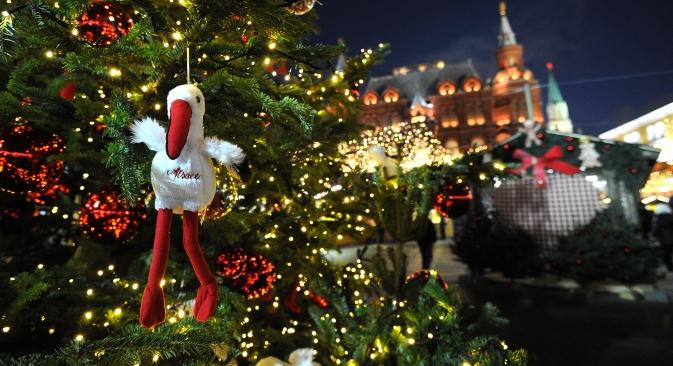 Addobbi nel mercatino natalizio Strasburgo, in piazza del Maneggio a Mosca (Foto: RIA Novosti / Ramil Sitdikov)
