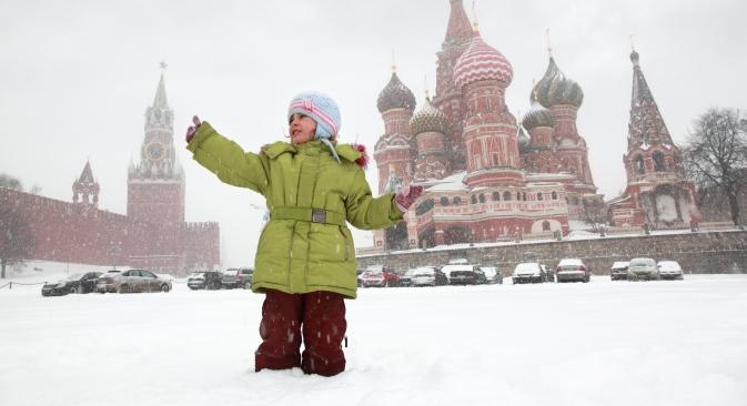Mosca attende l'arrivo del Nuovo Anno sotto un fitto strato di neve, che non fermerà i tanti eventi organizzati per l'occasione (Foto: Lori/Legion Media)