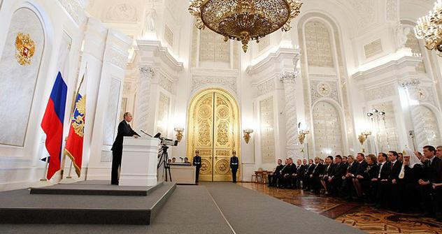 Putin parla ai deputati della Duma, riuniti al Cremlino, per l'annuale discorso presidenziale (Fonte: президент.рф)