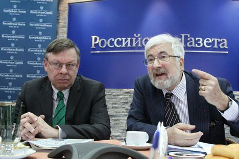 L'ambasciatore tedesco a Mosca, Ulrich Brandeburg, a sinistra, con il suo collega francese Jean de Gliniasty, ospiti della redazione della Rossiyskaya Gazeta (Foto: Rossiyskaya Gazeta)
