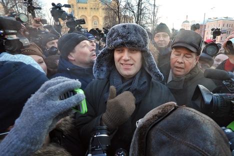 Il blogger russo Alexei Navalny è stato accusato di appropriazione indebita di legname e per questo verrà processato (Foto: Kommersant)