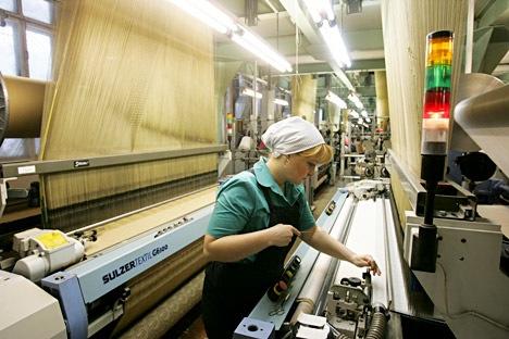 Il governo russo sta cercando di risollevare il prestigio degli operai russi con nuovi incentivi statali. Ma rispetto all'Europa, gli stipendi continuano a essere sempre molto bassi (Foto: PhotoXPress)