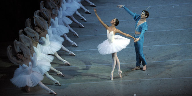 "I solisti del Teatro Mariinskij Alina SOmova e Vladimir Shklyarov sulla scena del balletto ""La Bayadere"" (Foto: Itar-Tass/Interpress/Valentin Baranovskij)"