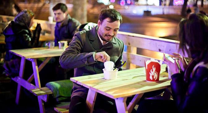 Una cena all'aria aperta al Parco Gorky di Mosca è possibile non solo durante la bella stagione (Foto: Parco Gorky)