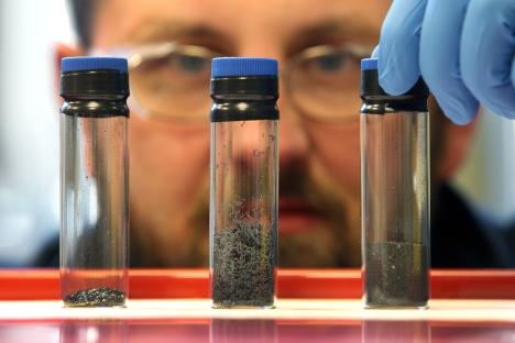 Scienziati russi e americani hanno scoperto che il grafene può estrarre sostanze radioattive da soluzioni acquose in maniera efficace (Foto: Getty Images / Photobank)