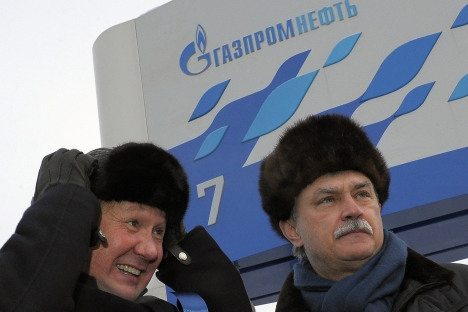 La società russa petrolifera Gazprom Neft potrebbe aderire al progetto energetico congiunto con l'Iran. Da sinistra a destra, Alexei Miller, capo di Gazprom, e il governatore di San Pietroburgo Georgy Poltavchenko (Foto: Kommersant)