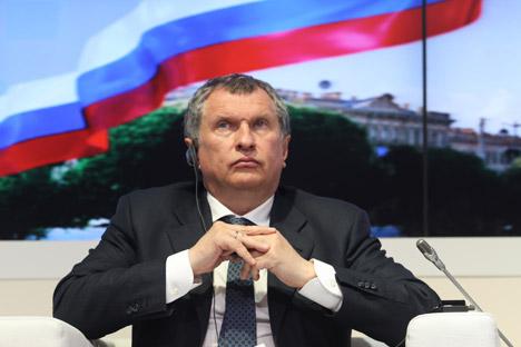 Il presidente del Consiglio di Amministrazione di Rosneft, Igor Sechin (in foto) ha firmato con l'amministratore delegato di Eni, Marco Averà, un nuovo accordo strategico tra le due compagnie (Credit: Itar-Tass)