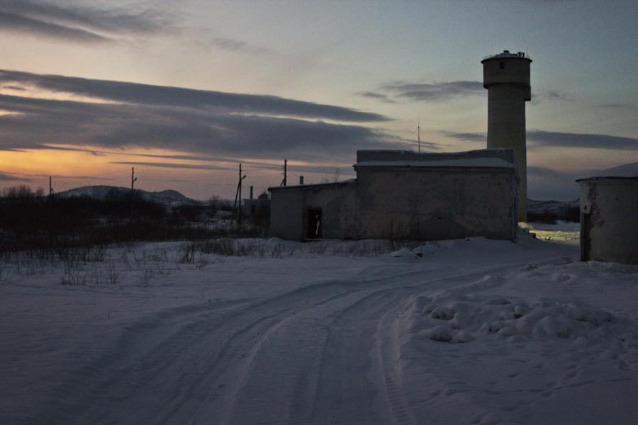 La città fantasma di Korzunovo, nel Nord della Russia, al confine con la Norvegia (Foto: Anton Panin / Vyacheslav Vazyulya)