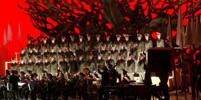 Il Coro dell'Armata Rossa sarà tra gli ospiti principali della prima serata del Festival di Sanremo e si esibirà sul palco dell'Ariston insieme a Toto Cutugno (Foto: Getty Images/Fotobank)