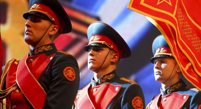 Le celebrazioni ufficiali nel Giorno dei Difensori della Patria (Foto: Itar-Tass)