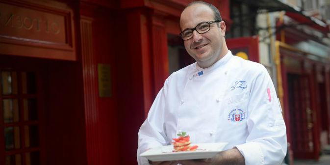 Giuseppe D'Angelo, chef di Pane&Olio, davanti al suo ristorante italiano a Mosca (Foto: Sergey Adoevtsev / archivio personale di Giuseppe D'Angelo)