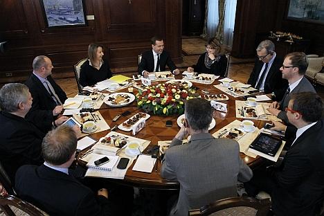 Il primo ministro russo Dmitri Medvedev parla della crisi cipriota durante un incontro con la stampa straniera a Mosca (Foto: RIA Novosti / Ekaterina Shtukina)