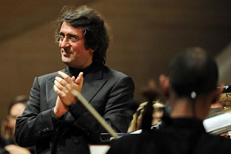 Il Maestro russo Yuri Bashmet a capo dell'orchestra dei giovani che suoneranno per le Olimpiadi invernali di Sochi 2014 (Foto: Itar-Tass)