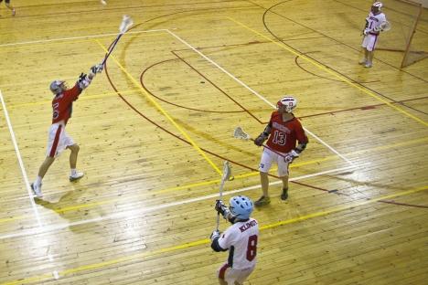 Fasi di gioco del lacrosse, sport di origini nordamericane, che prende piede in Russia (Foto: Alexander Ganyushin / Russia Oggi)