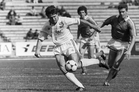 In primo piano il calciatore Oleg Salenko (Foto: Ria Novosti)