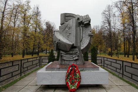 Il monumento eretto allo stadio Luzhniki di Mosca in memoria dei tifosi morti il 20 ottobre 1982 durante gli scontri al termine della partita Spartak-Haarlem (Foto: Ria Novosti)