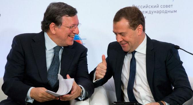 A destra il primo ministro russo Dmitri Medvedev con il presidente della Commissione Europea José Manuel Barroso, a Mosca il 21 marzo 2013 (Foto: Ap)