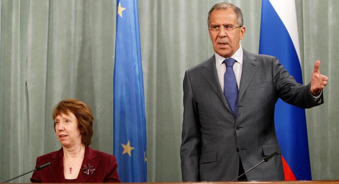 A destra il ministro russo degli Esteri Sergei Lavrov con Catherine Ashton, l'alta rappresentante dell'Unione Europea per la politica estera e di sicurezza (Foto: Reuters)
