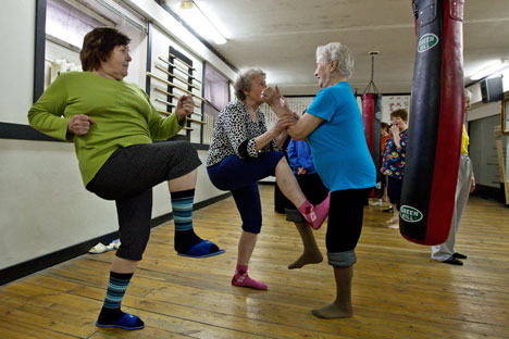 Lezione di ginnastica per donne di terza età (Foto: Yakov Andreev / RIA Novosti)