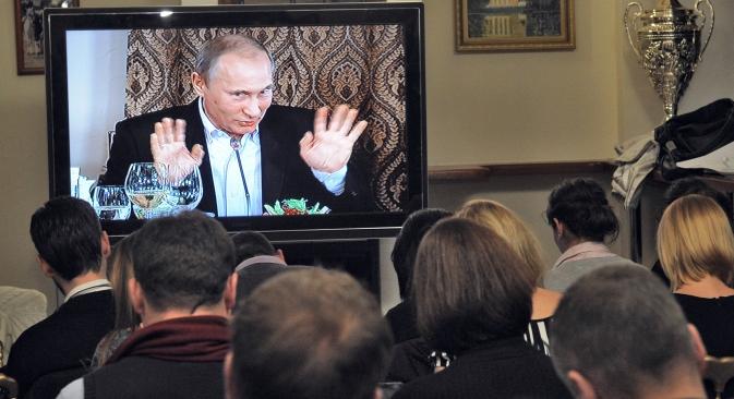 Il Presidente Vladimir Putin in collegamento Tv durante un incontro del Club Valdai (Foto: Kommersant)