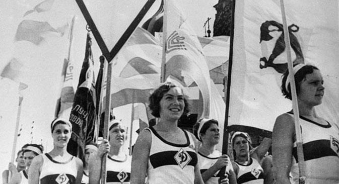 Una storica sfilata delle atlete della Dinamo (Foto: FC Dinamo)
