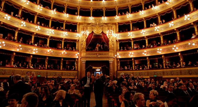 """All'interno del Teatro Massimo di Palermo per la cerimonia in grande stile della """"Primavera russa"""" (Foto: Francesco Malavolta)"""