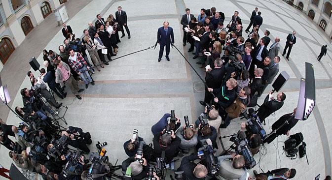 Il Presidente russo Vladimir Putin risponde alle domande dei cronisti al termine della diretta televisiva (Foto: Konstantin Zavrazhin/RG)