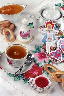 Una tavola imbandita con tipici prodotti russi (Foto: Ufficio stampa)