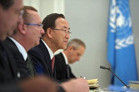 Il segretario generale dell'Onu Ban Ki-moon, al centro, in visita a Sochi per parlare della questione siriana (Foto: RIA Novosti / Alexei Druzhinin)