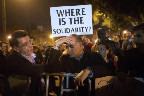 Manifestazione di protesta a Cipro contro la crisi finanziaria e contro le soluzioni ad essa imposte dall'Ue (Foto: Getty Images)