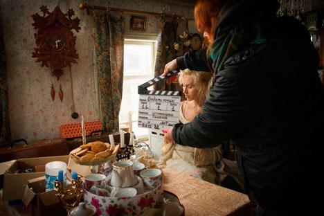 La regista russa Taisia Igumentseva in azione (Fonte: Kinopoisk.ru)