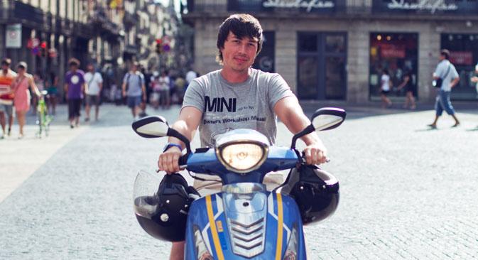 Il pietroburghese Andrei Moguchij allo scooter preferisce la più ecologica bicicletta e sulla due ruote ha messo in piedi un piccolo business (Foto: Archivio personale)