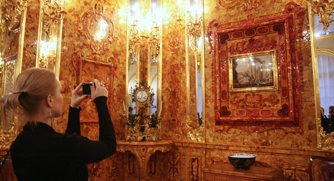 La camera d'ambra è stata riaperta al pubblico per i 300 anni di San Pietroburgo (Foto: Itar-Tass)