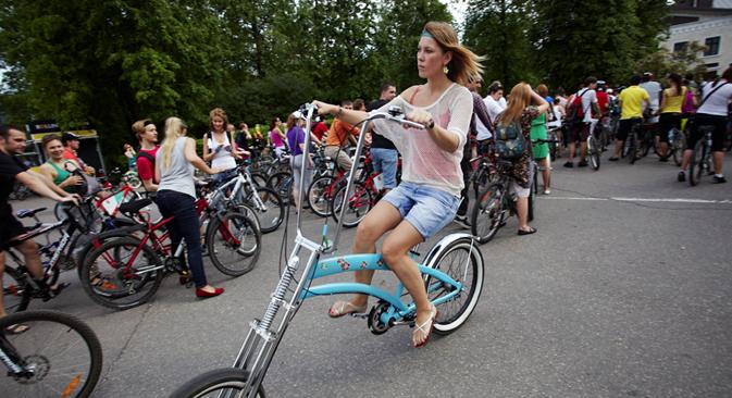 """Durante la manifestazione ciclistica """"Let's bike it"""" a Mosca nel maggio 2012 (Foto: Elena Pochetova)"""