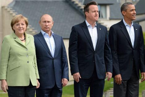 Da sinistra, la cancelliera tedesca Angela Merkel, il Presidente russo Vladimir Putin, il primo ministro britannico David Cameron e il presidente degli Usa Barack Obama al vertice del G8 nell'Irlanda del Nord (Foto: Dmitri Azarov / Kommersant)