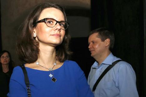 Vera Kurochkina, vicedirettrice di Bazel, presentata come modello di stile dall'autrice dell'intervento, Yulia Bushuyeva (Foto: Ria Novosti)